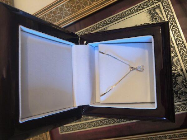 Diamond pendant necklace